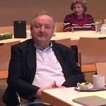 Horst lauscht andächtig bei der Osterfeier 2016