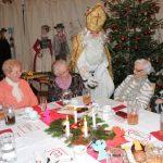 Der Nikolaus beschenkt Mitglieder
