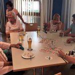 Eine heitere Runde am Seniorennachmittag