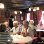 Essen in der Alten Wurzhütte.